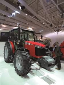 Lanciata due anni fa all'Eima, la serie MF4700 ad Hannover ha debuttato anche in versione cabinata, prodotta a Beauvais.