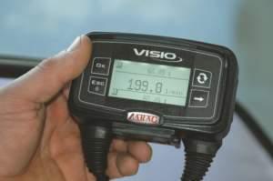 Una ventola contenuta nel raccordo collegato al flussometro registra la velocità di passaggio dell'acqua e calcola la portata reale della pompa.
