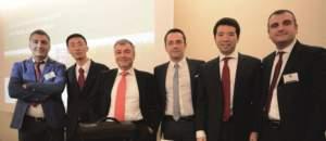 Il management di Lovol Arbos Group: da sinistra Andrea Paccagnella (direttore ricambi), Ma Xingrui (direttore vendite), Andrea Bedosti (vicePresidente Senior), Massimo Zubelli (direttore marketing e vendite), Sheng Yang (presidente) e Oscar Messori (direttore vendite Europa Mediterranea).