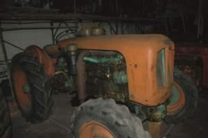 Un altro italiano dei tempi andati, il Venieri (nella foto il modello 2BN a ruote da 25 cv del 1954).